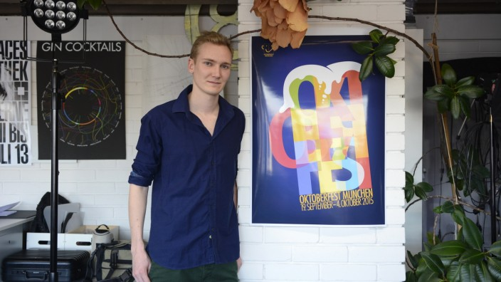 Moritz Breitenhuber mit dem Oktoberfestplakat, 2015