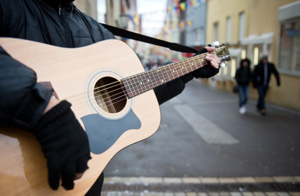 Gitarrenspiel im Winter