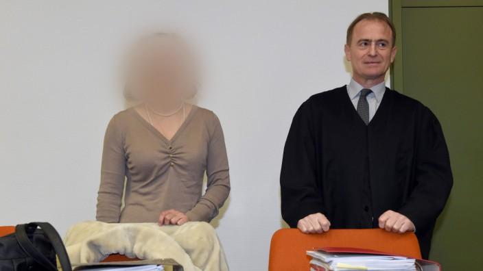 Rechtsextreme Ex-Anwältin wegen Holocaust-Leugnung angeklagt