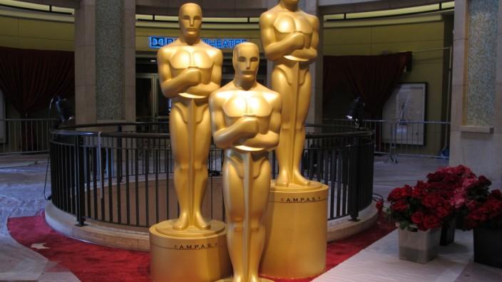 Oscar-Statuen am Dolby Theatre in Hollywood