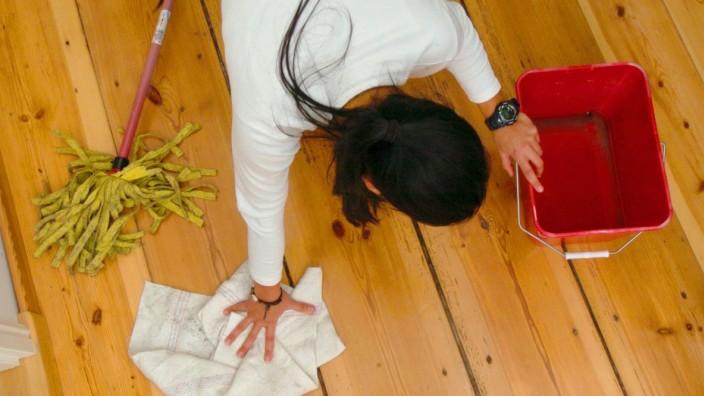 Studie: Putzfrauen zahlen Millionen in die Sozialkassen