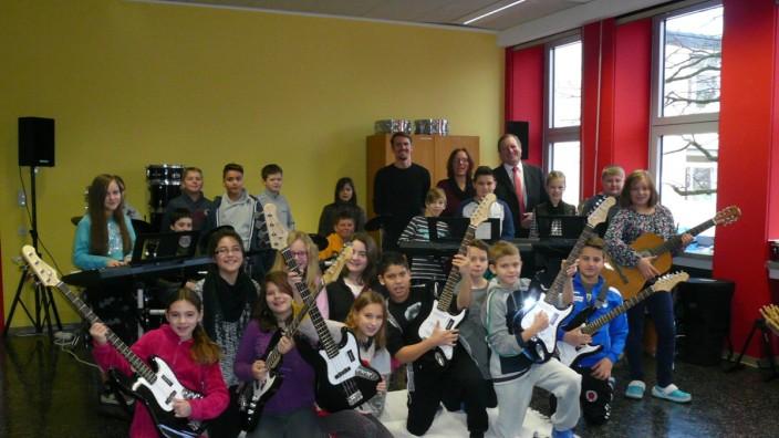 "Bandklasse an der Mittelschule Karlsfeld Projekt ""Klasse im Puls"""