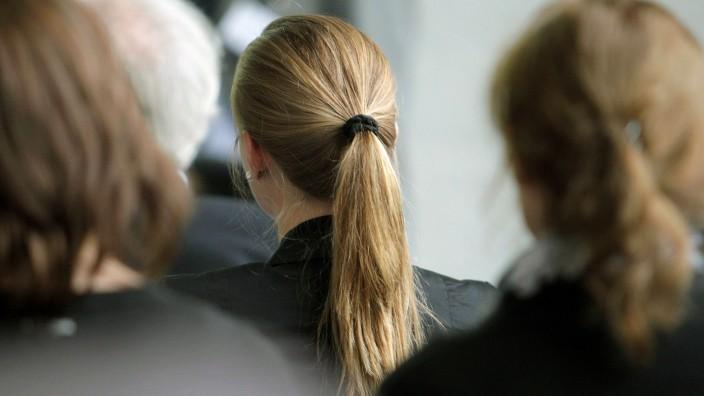 Frauenquote: Männer müssen jetzt tapfer sein. Lukrative Posten werden künftig knapper.
