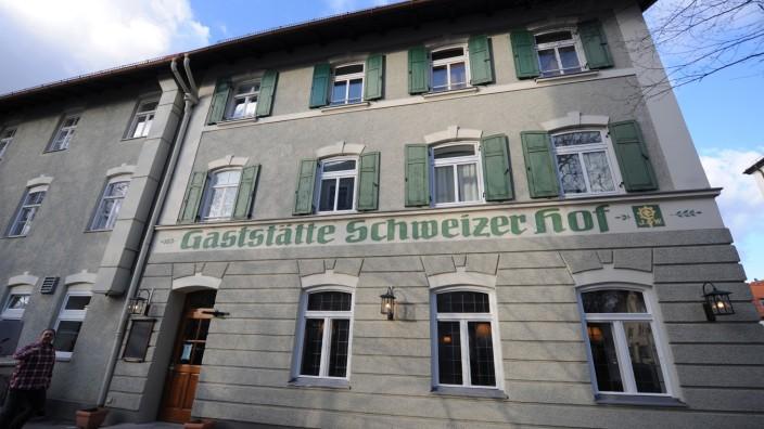 Kostprobe: Trotz Renovierung immer noch ein Original: der Schweizer Hof.