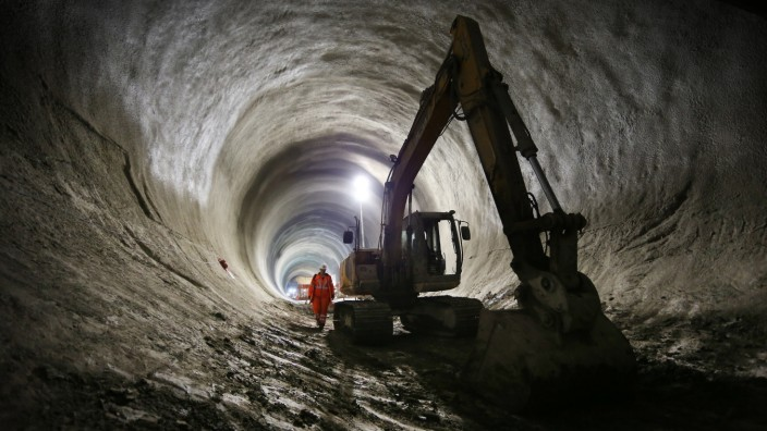 Work Continues On The Crossrail Railway Project