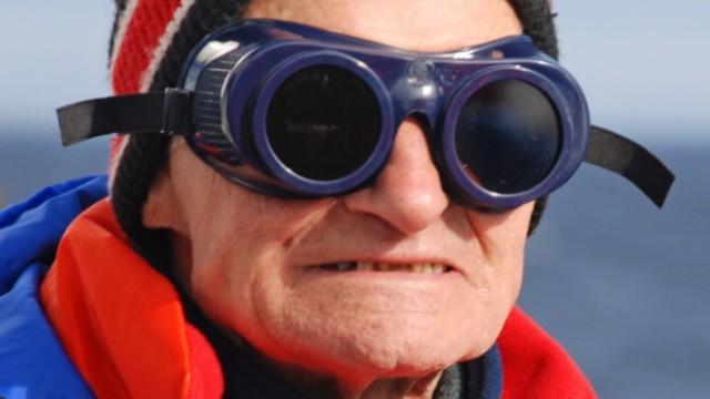 Sonnenfinsternis in Spitzbergen: Wichtigste Regel für Sonnenfinsternis-Touristen: Niemals mit bloßem Auge in die Sonne schauen. Auch normale Sonnenbrillen bieten nicht genug Schutz.