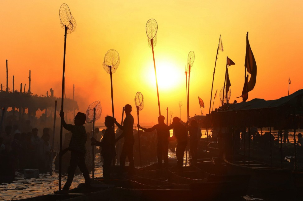 Indian fisherman prepare for the morning catch