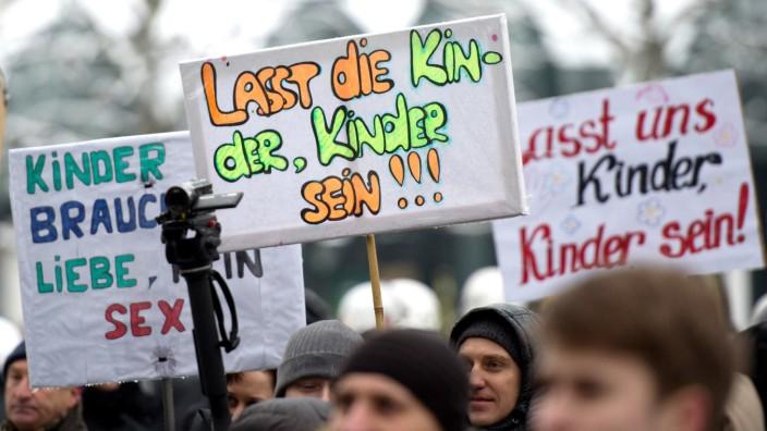 Linke behindern Eltern-Demo gegen Sexualkunde an Grundschulen
