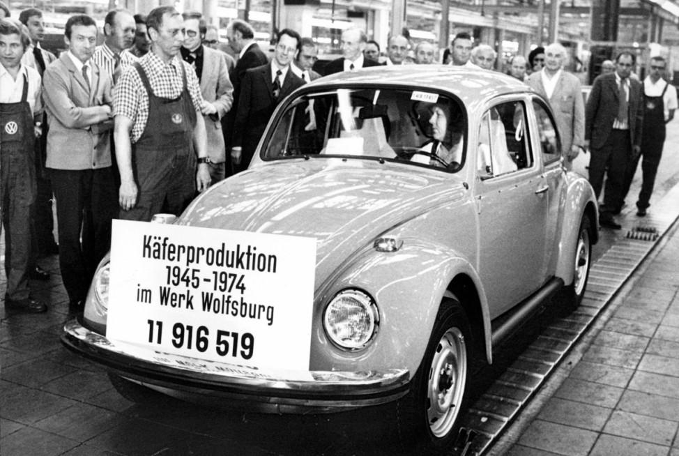 Letzter VW-Käfer läuft 1974 im Volkswagen-Stammwerk vom Band