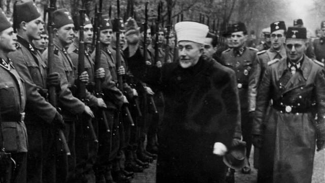 Mohammed Amin al-Husseini inspiziert bosnische SS, 1944