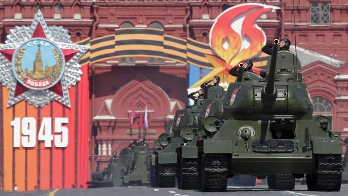 Gedenken an Kriegsende vor 65 Jahren - Militärparade in Moskau