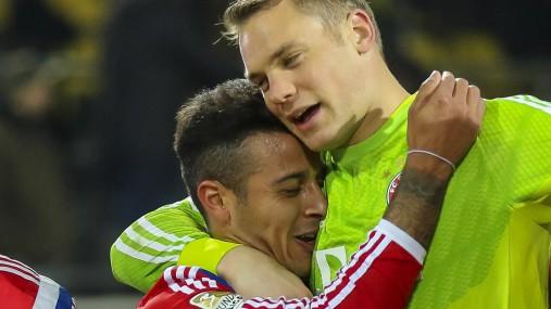 Schlussjubel RAFINHA FCB 13 Philipp Lahm FCB 21 Thiago ALCANTARA FCB 6 Manuel NEUER FCB 1 Thom