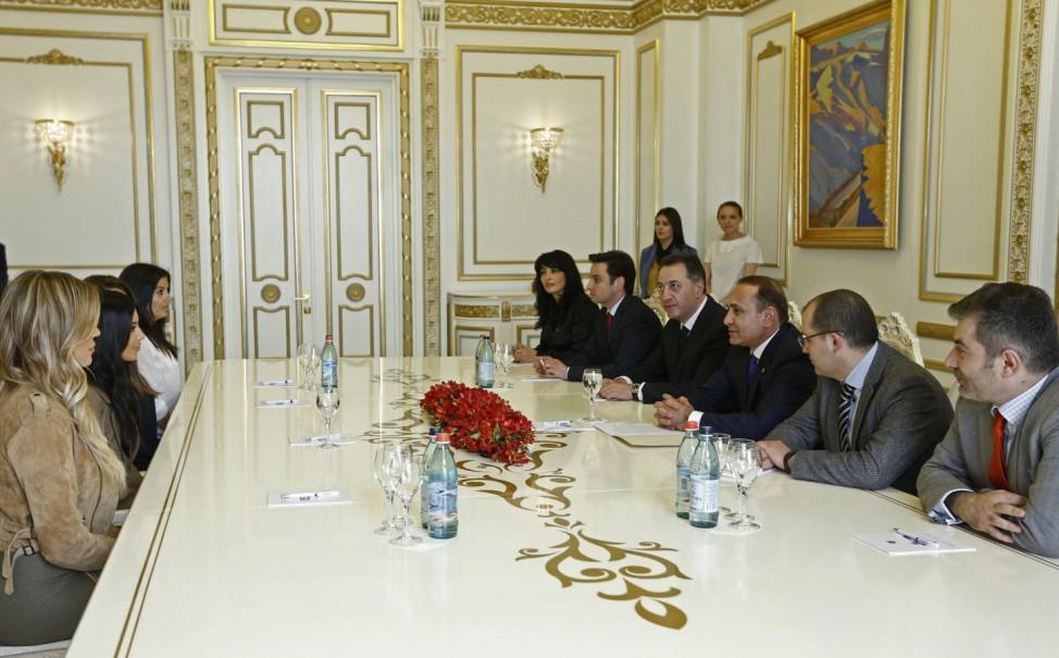 Kim Kardashian, Khloe Kardashian, Hovik Abrahamyan