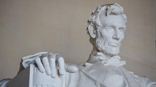 Stilkritik: Abraham Lincoln, hier in Gestalt einer Statue in Washington, D. C. zu sehen, war von 1861 bis 1865 US-Präsident.