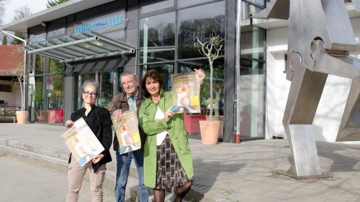 Gedenkveranstaltungen: Assunta Tammelleo, Gerd Schielein, Sybille Krafft (v.l.): Sie organisieren das Gedenken an die Bücherverbrennung in der Loisachhalle.