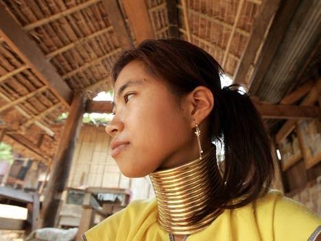 Messing-Schmuck bei den Karen-Frauen in Thailand, AFP