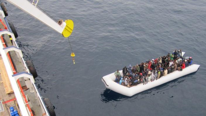 Flüchtlinge auf einem Frachtschiff