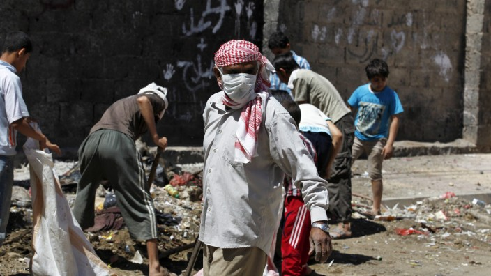 Fuel shortage stops rubbish collection forcing Yemenis to clean o