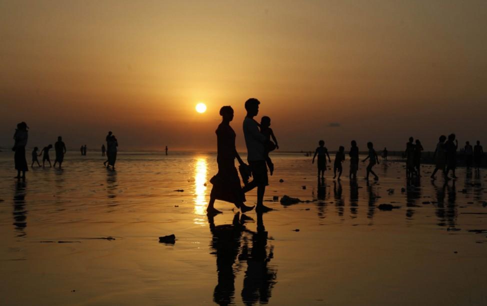 Myanmar poeple enjoy New Year public holidays