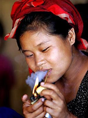 Messing-Schmuck bei den Karen-Frauen in Thailand, AP
