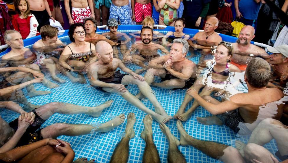 Ice bath world record attempt  in Amsterdam