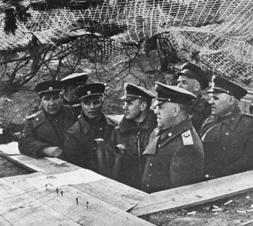 Georgij Schukow mit seinem Stab beim Angriff auf Berlin, 1945; Ostfront WW2
