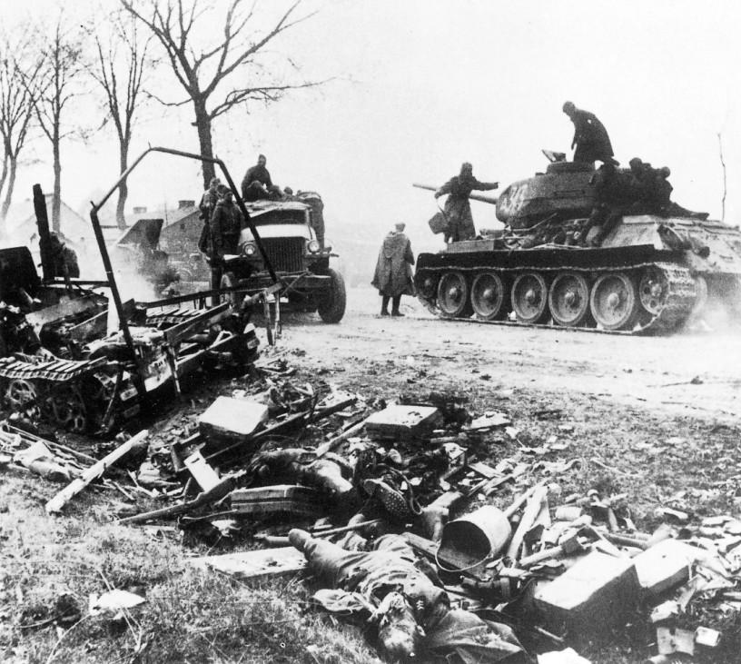 Russische Panzer T-34 im Vorfeld von Berlin; Ostfront WW2