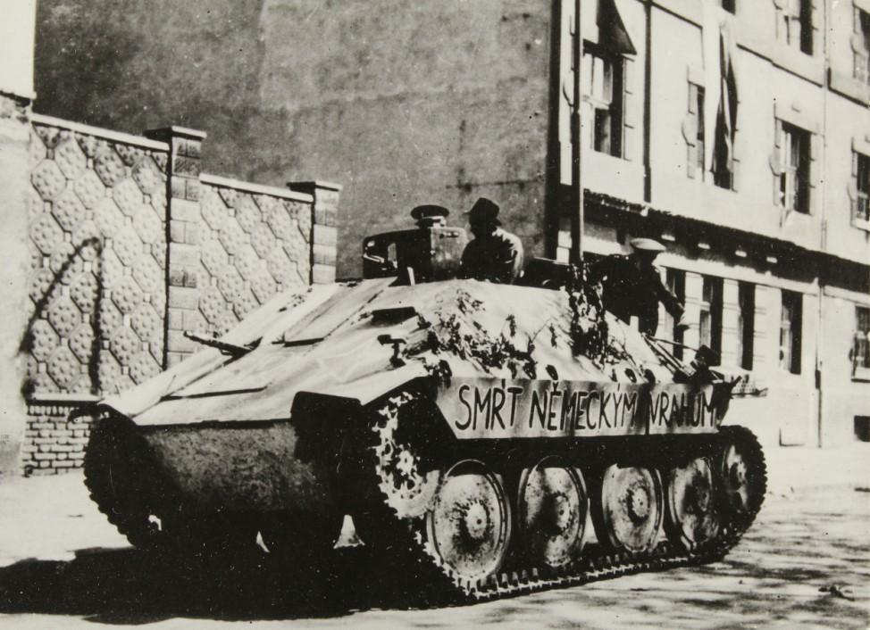 Armee-Panzer in den Straflen von Prag; Ostfront WW2