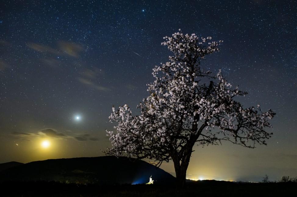 A meteorite burns up in the atmosphere