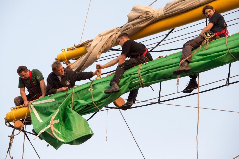 Grüne Segel für die Alexander von Humboldt II