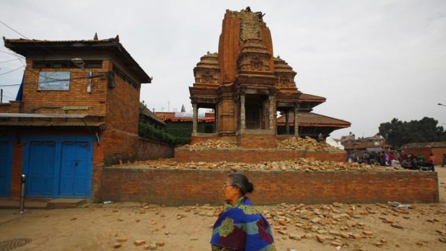 Zerstörte Kulturschätze nach Erdbeben: Bhaktapur am Tag nach dem Beben.