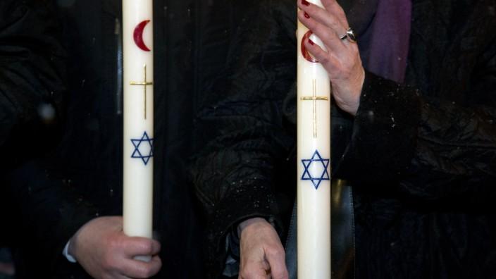 Friedenskette der Religionen in München, 2015