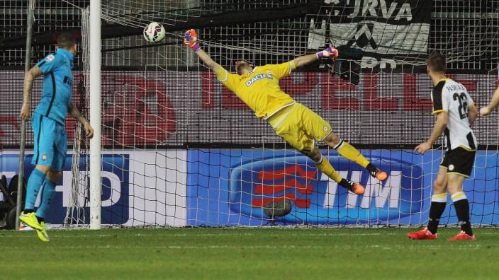 Lukas Podolski, Orestis Karnezis