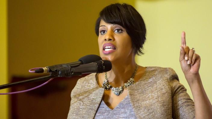 Baltimore mayor Stephanie Rawlings-Blake speaks at church in Baltimore, Maryland