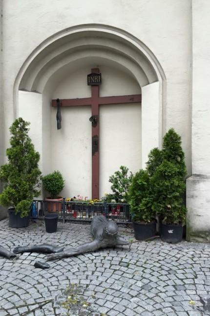 Zerstörtes Kruzifix am Sendlinger Tor