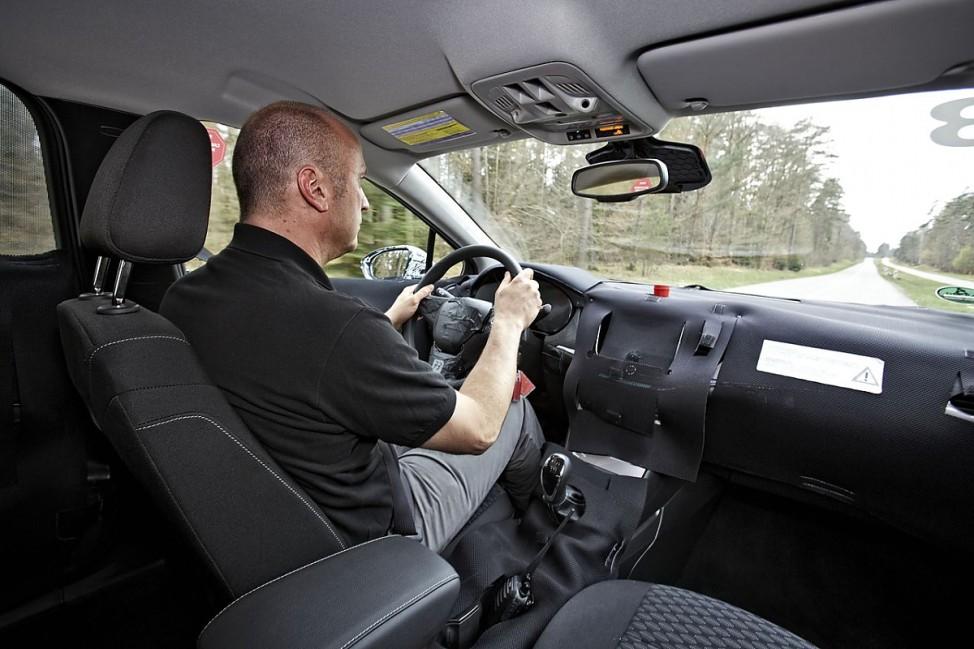 Das Cockpit des Opel Astra Erlkönigs