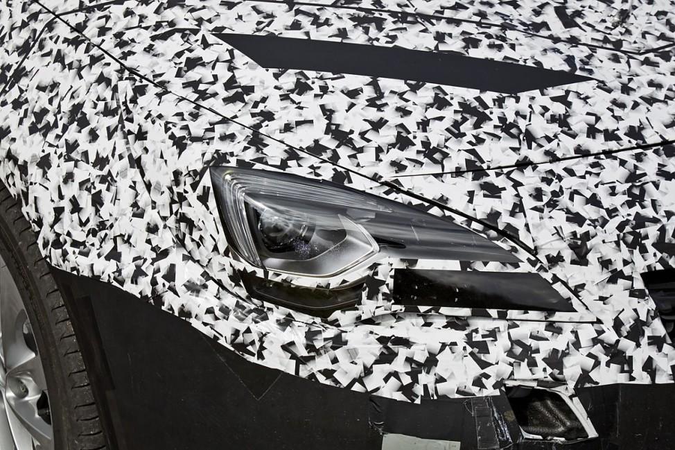 Scheinwerfer des Opel Astra Erlkönigs