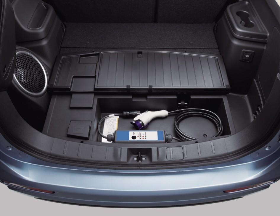 Ladekabel und Kofferraum des Mitsubishi Outlander Plug-In-Hybrid.