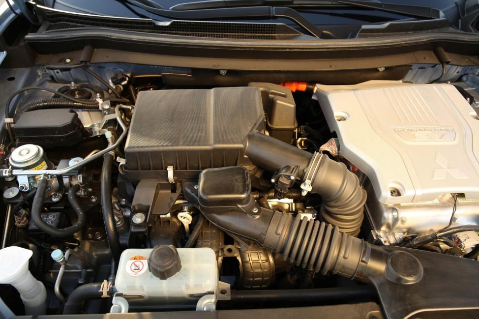 Der Benzin- und ein Elektromotor des Mitsubishi Outlander Plug-In-Hybrid.