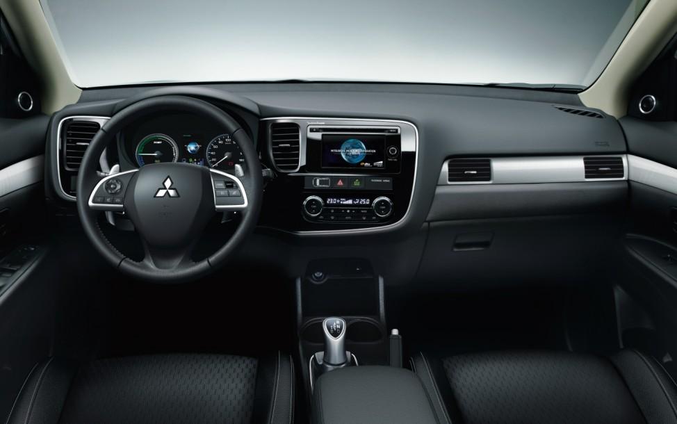 Das Cockpit des Mitsubishi Outlander Plug-In-Hybrid.