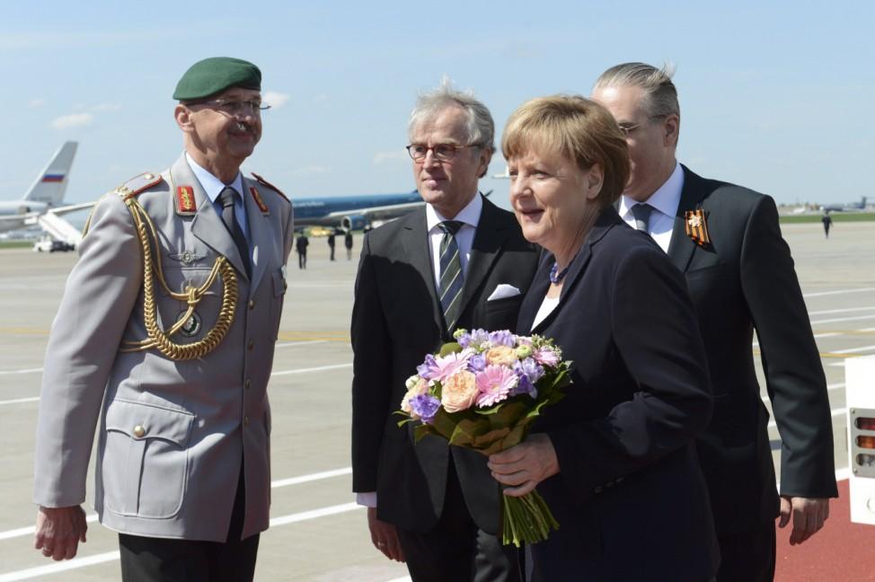 Merkel arrives in Moscow