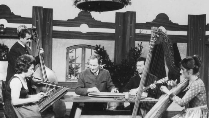Musik in Bayern: Von bayerischer Volksmusik hatte Wastl Fanderl (in der Mitte) ganz genaue Vorstellungen. Inzwischen hat sich die Szene neuen Einflüssen geöffnet.