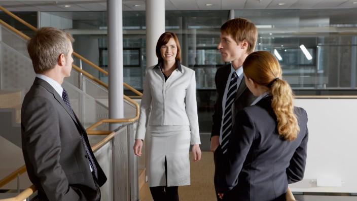 Raus aus der Kollegenfalle - So netzwerken Berufsanfänger richtig