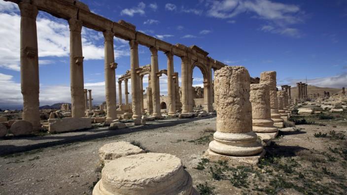 Syrien: Kämpfe um die Antikenstadt Palmyra: Die Oasenstadt ist berühmt wegen ihrer zahlreichen Ruinen aus antiker Zeit. Sie wurden 2013 von der Unesco auf die Liste bedrohter Weltkulturstätten gesetzt