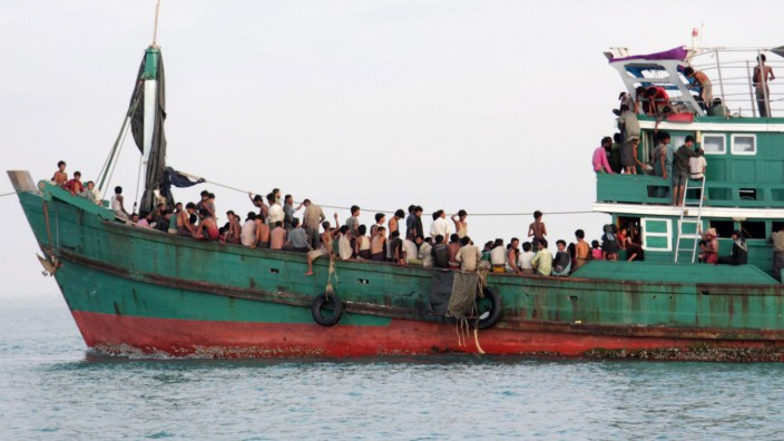 Malaysia, Indonesia to allow 7,000 migrants to land