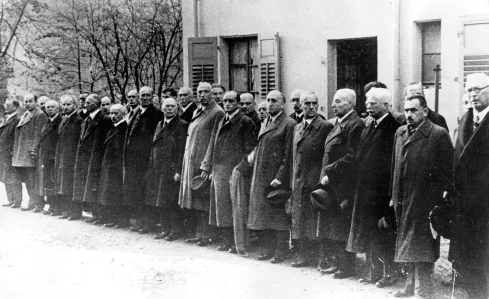 Abtransport von Juden nach der 'Reichskristallnacht' in Baden-Baden, 1938