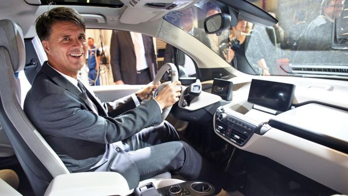 BMW-Produktionsvorstand Harald Krüger im BMW i3.
