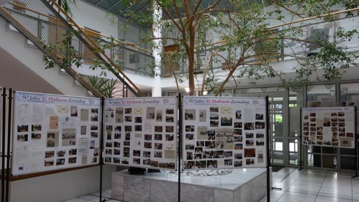 Bildtafeln zu 50 Jahre Maibaumgesellschaft Zoprneding im Rathaus