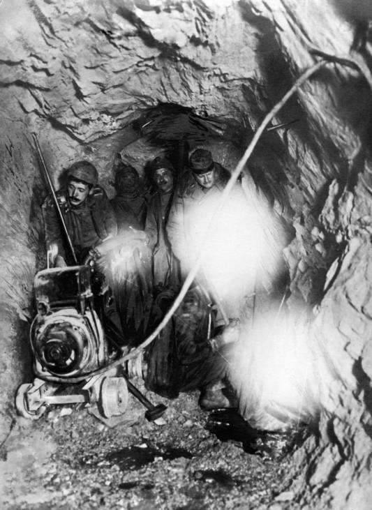 Stellungsbau in den Alpen, 1916