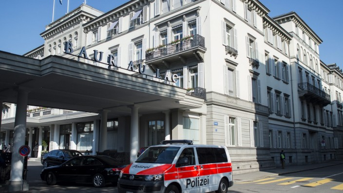 Swiss police raid FIFA hotel and arrests officials